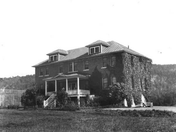 The Lewis Cottage in 1928.